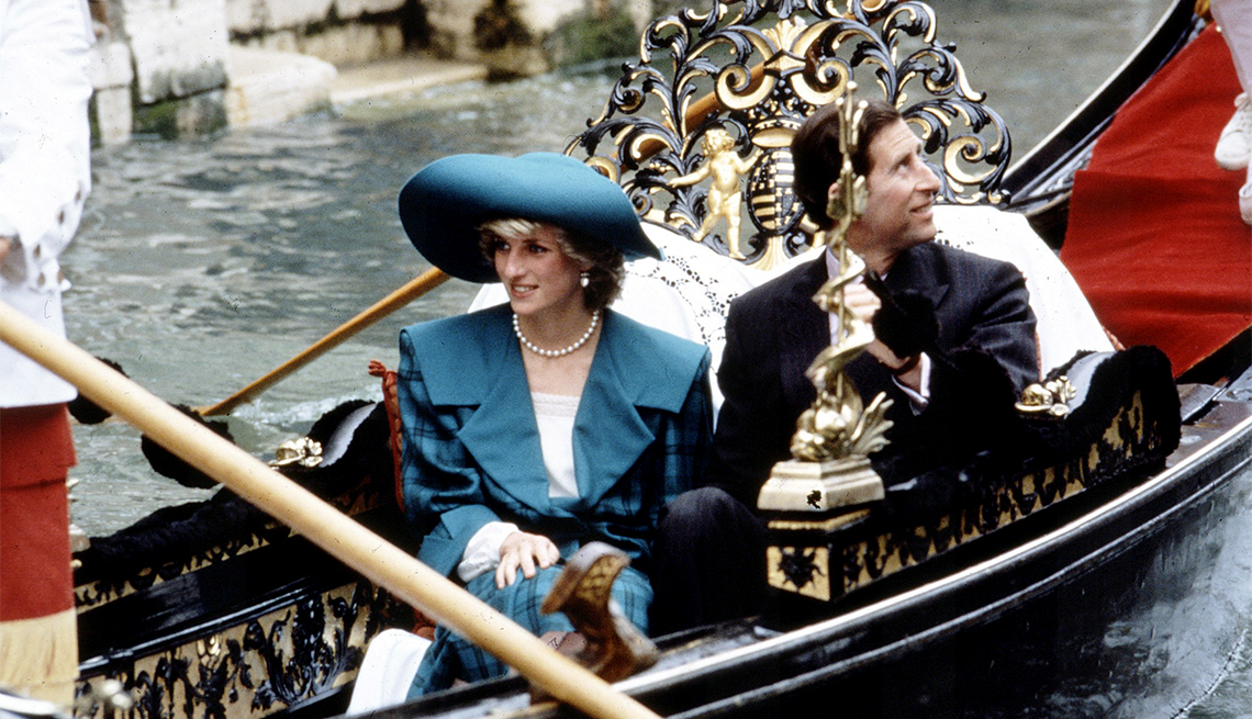 item 4 of Gallery image - Charles and Diana in Venice, 1985