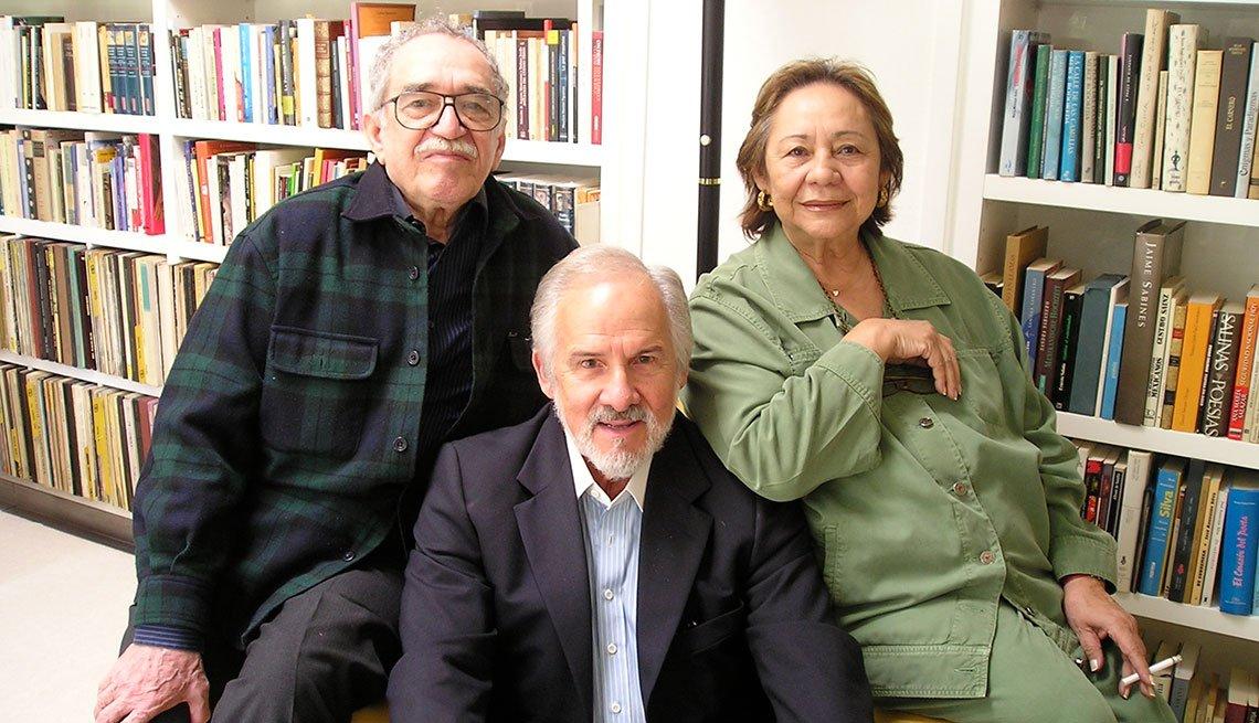 Gabriel García Márquez, Carlos Verdecia y Mercedes Barcha en la casa de Gabo.