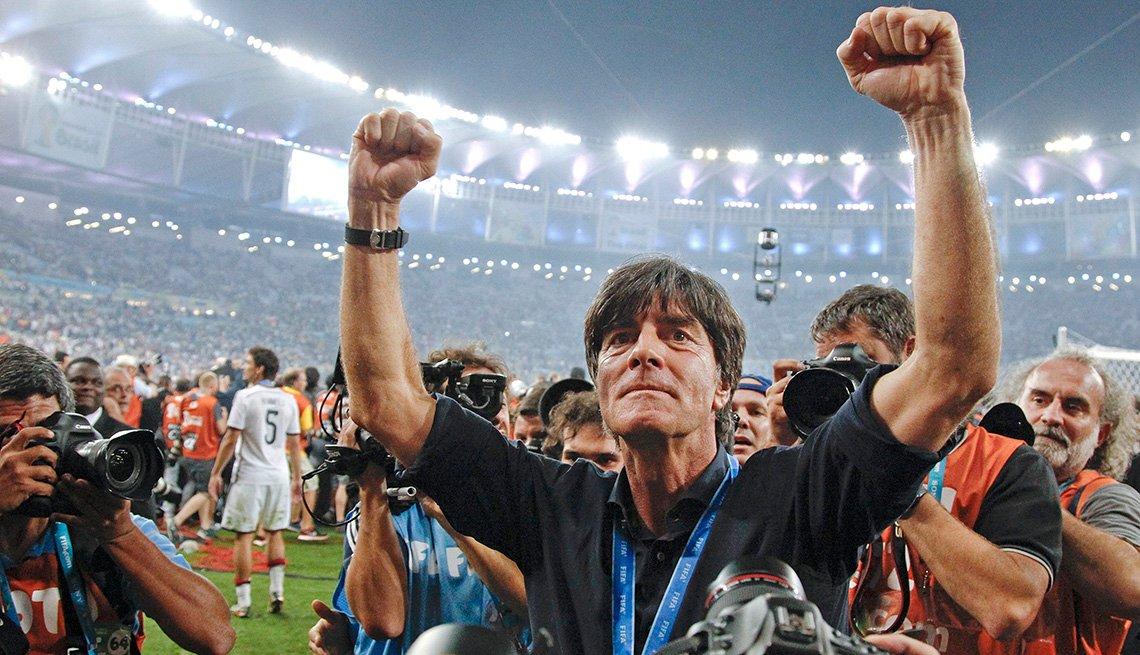 El técnico alemán campeón mundial Joachim Loew festeja