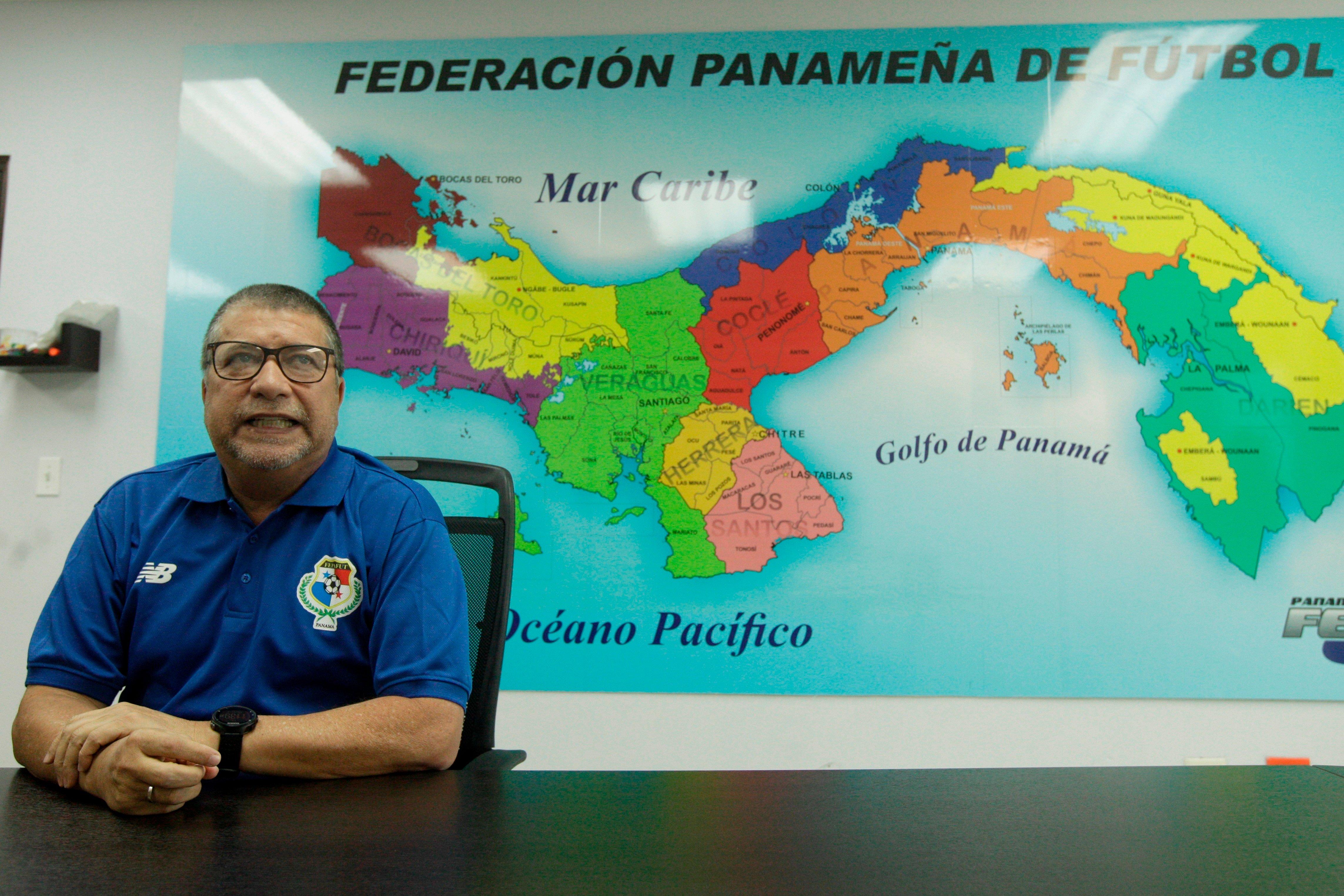 """El entrenador colombiano Hernán Darío """"Bolillo"""" Gómez cambió a Panamá"""