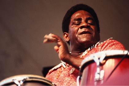 Foto del percusionista Mongo Santamaría - Latin Jazz.