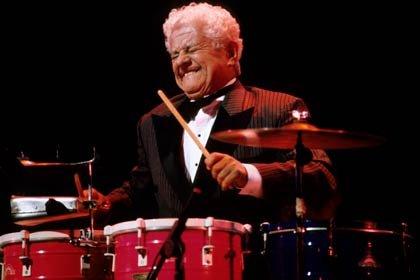 Tito Puente tocando el timbal - Latin Jazz.