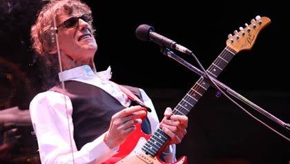 Rockero argentino Luis Alberto Spinetta, el 'Flaco', durante un concierto.