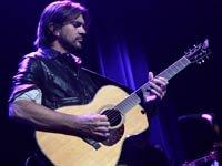 Cantante y compositor colombiano: Juanes lanza un nuevo álbum, MTV Unplugged