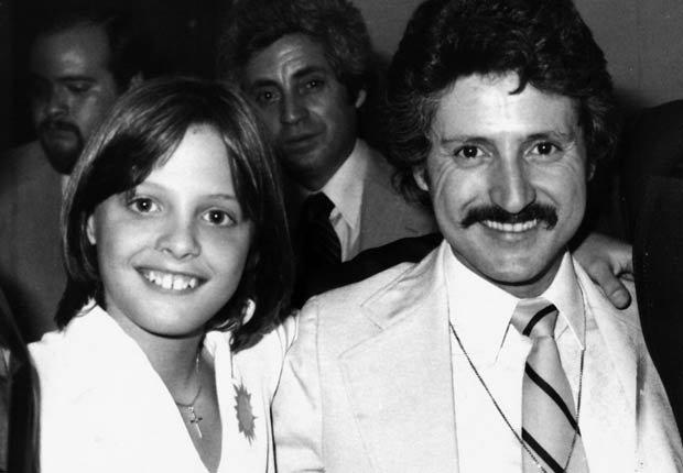 Luis Miguel a los 12 Años acompañado por su papá Luisito Rey, cuando promocionaba su disco El Sol en 1982.