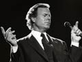 Julio Iglesias actúa en el escenario en Ahoy, el 12 de septiembre de 1991 en Rotterdam, Países Bajos.