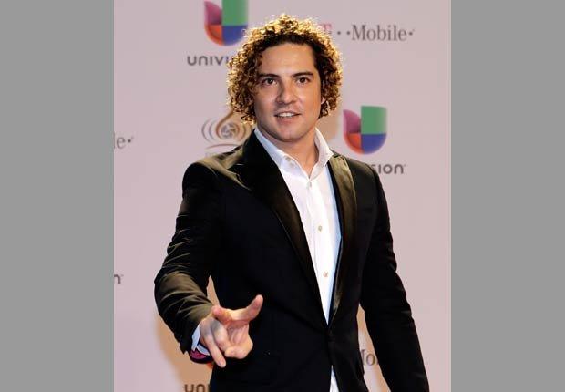 El español fue uno de los artistas que cantó durante la gala de Premio Lo Nuestro 2013.