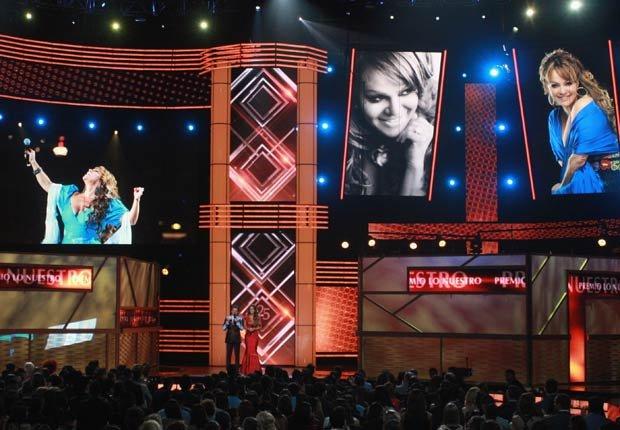 Homenaje a la Diva de la Banda Jenni Rivera durante Premio Lo Nuestro 2013.
