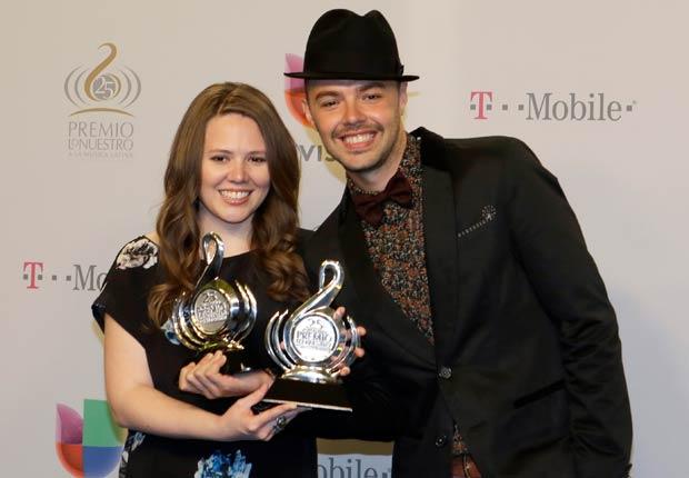 El dúo celebró la obtención de dos galardones en las categorías Video del año y Grupo o dúo del año de Premio Lo Nuestro.