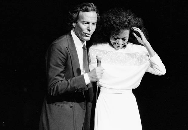 Julio Iglesias y Diana Ross.
