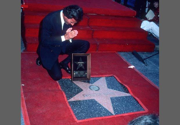 Julio Iglesias recibe su estrella de Hollywood.