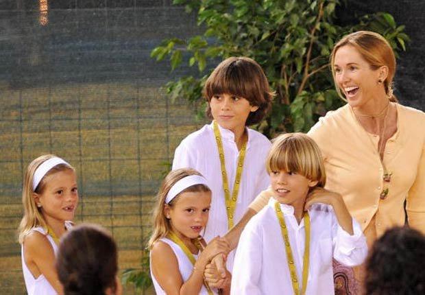 Miranda, esposa  actual del cantante español Julio Iglesias con sus hijos el 19 de agosto 2008.