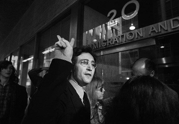John Lennon en la Oficina de Inmigración de Nueva York en 1972, Beatlemania.