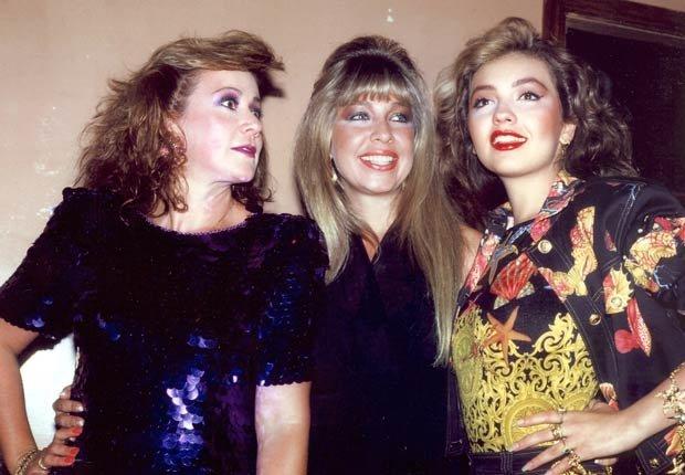 Thalia y sus hermanas Laura y Ernestina en 1992. Thalia a través de los años.