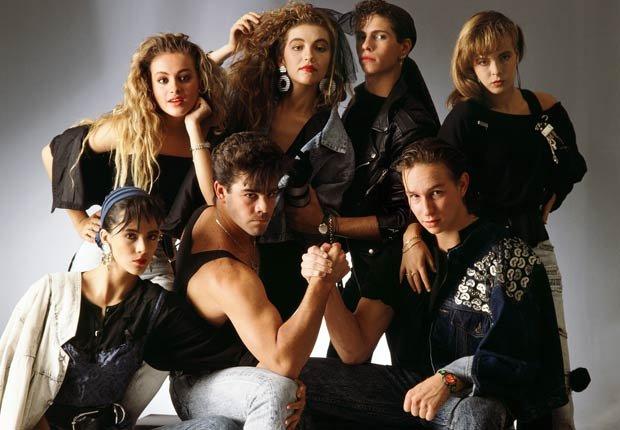 Los miembros de Timbiriche en 1988: Paulina Rubio, Thalia, Diego Schoening, Alix Bauer, Edith Márquez, Eduardo Lalo Brito, y Erik Rubin. Thalia a través de los años.