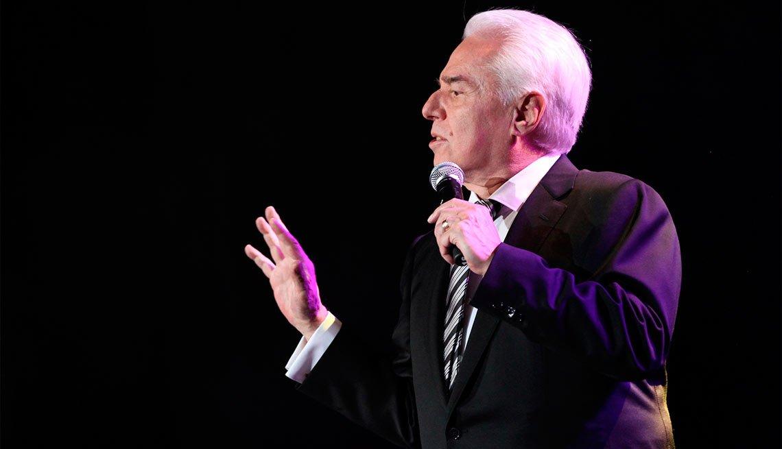 Enrique Guzmán - Artistas con más de 70 años