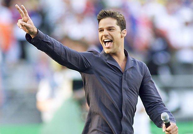 Ricky Martin canta La copa de la vida en vivo por televisión en la Copa Mundial de Fútbol 1998