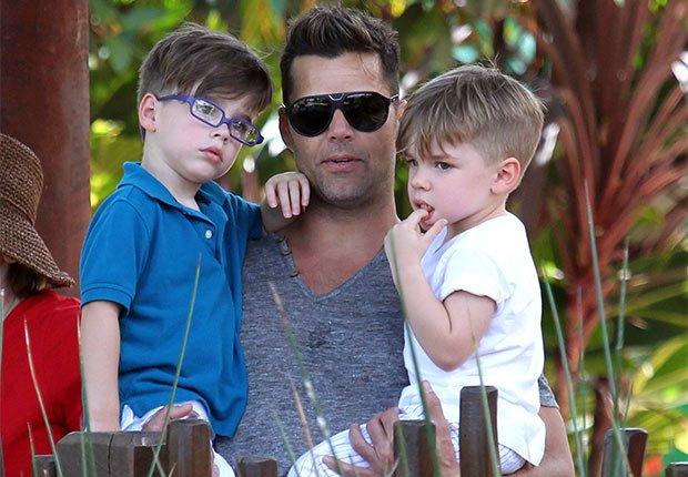 Ricky Martin con sus dos hijos