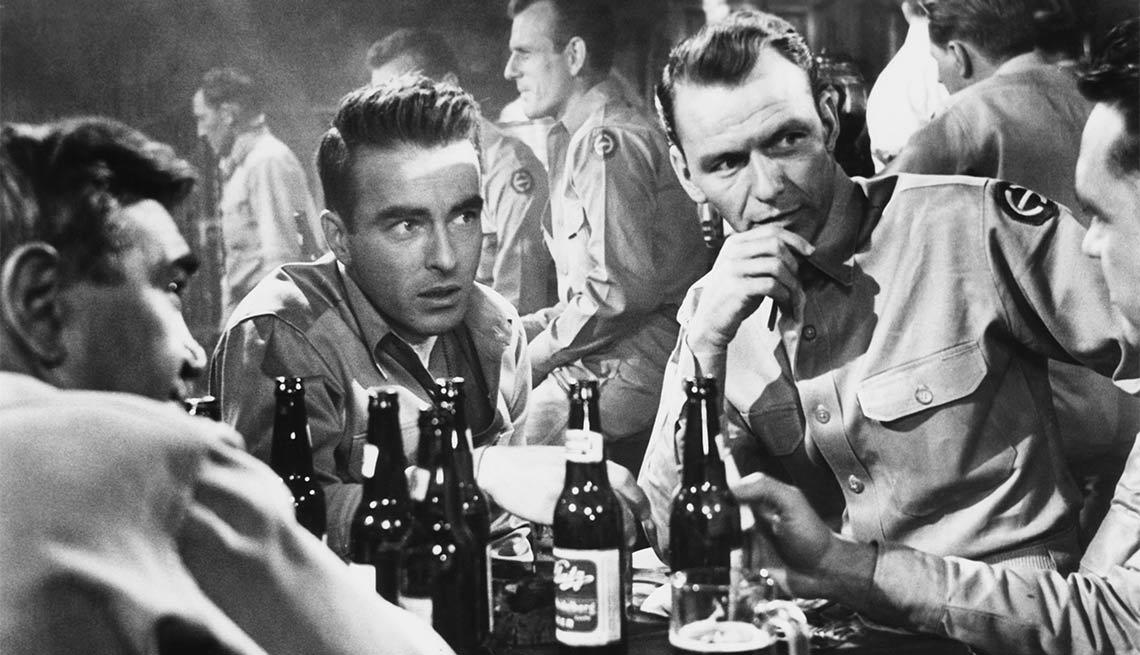 item 5 of Gallery image - Frank Sinatra en una escena de la película From Here to Eternity - 100 años de su natalicio