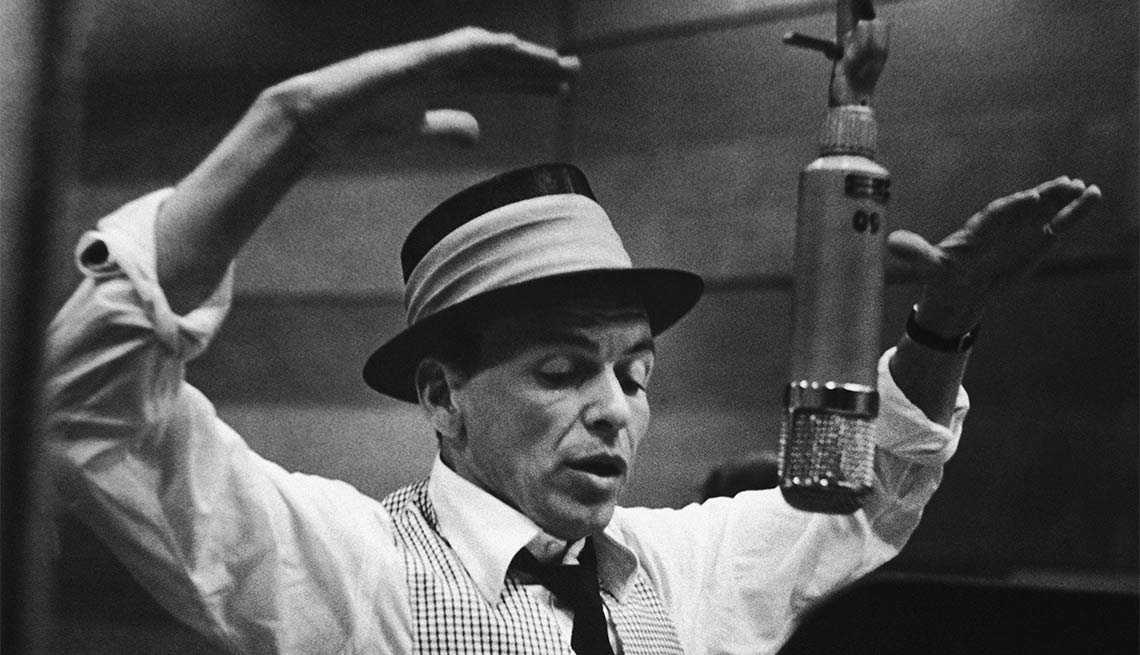 Frank Sinatra cantando Strangers in the Night - 100 años de su natalicio