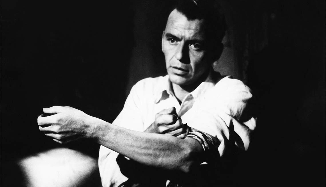 Frank Sinatra en una escena de la película The Man with the Golden Arm - 100 años de su natalicio