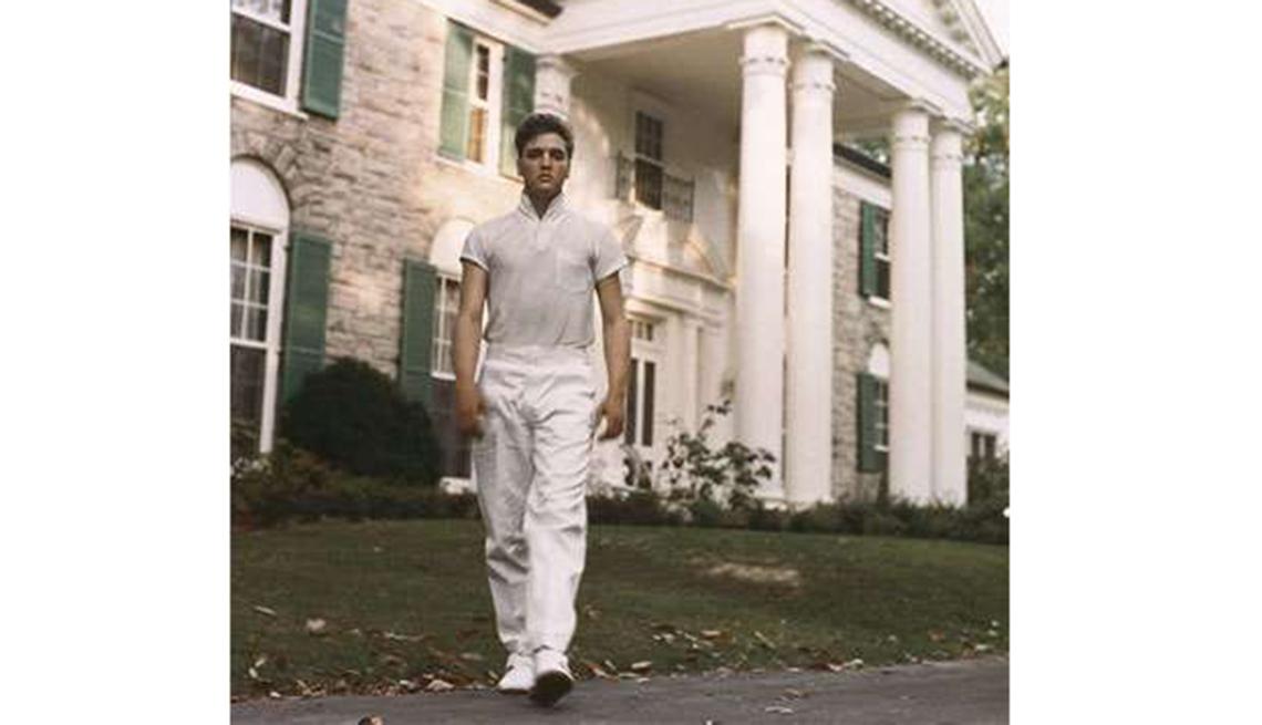 Grandes hitos en la vida y carrera de Elvis Presley - 1957, en su mansión Graceland