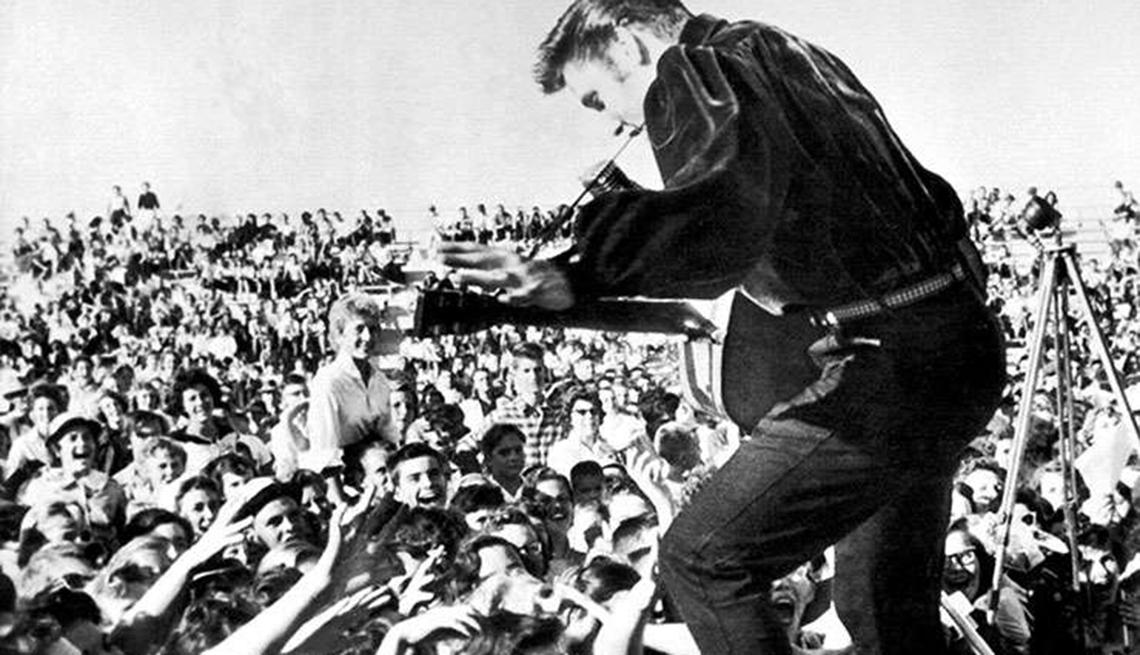 Grandes hitos en la vida y carrera de Elvis Presley - 1956