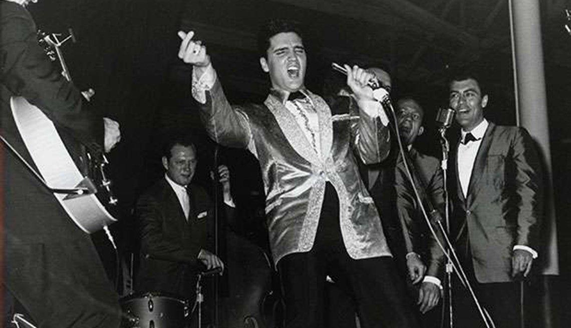 Grandes hitos en la vida y carrera de Elvis Presley - 1961, en el concierto 'Blue Hawaii'