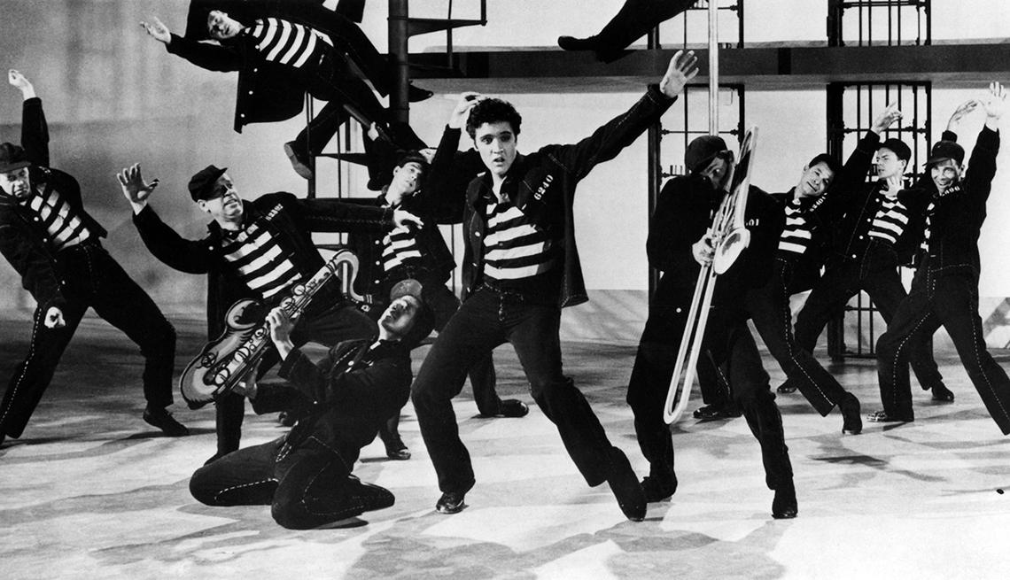 Grandes hitos en la vida y carrera de Elvis Presley - 1957, en una escena de la película 'Jailhouse Rock'