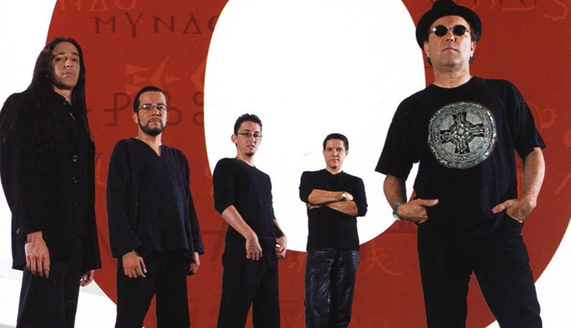 10 discos indispensables de Rubén Blades - Portada del disco Mundo (2002)