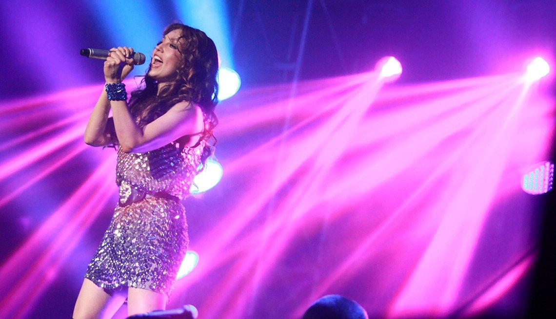 Thalía a través de los años - En su Viva! Tour