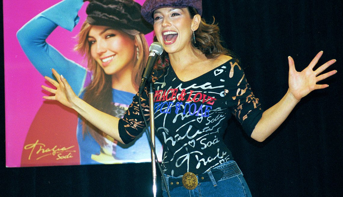 Thalía a través de los años - Lanzamiento de una línea de ropa con su nombre