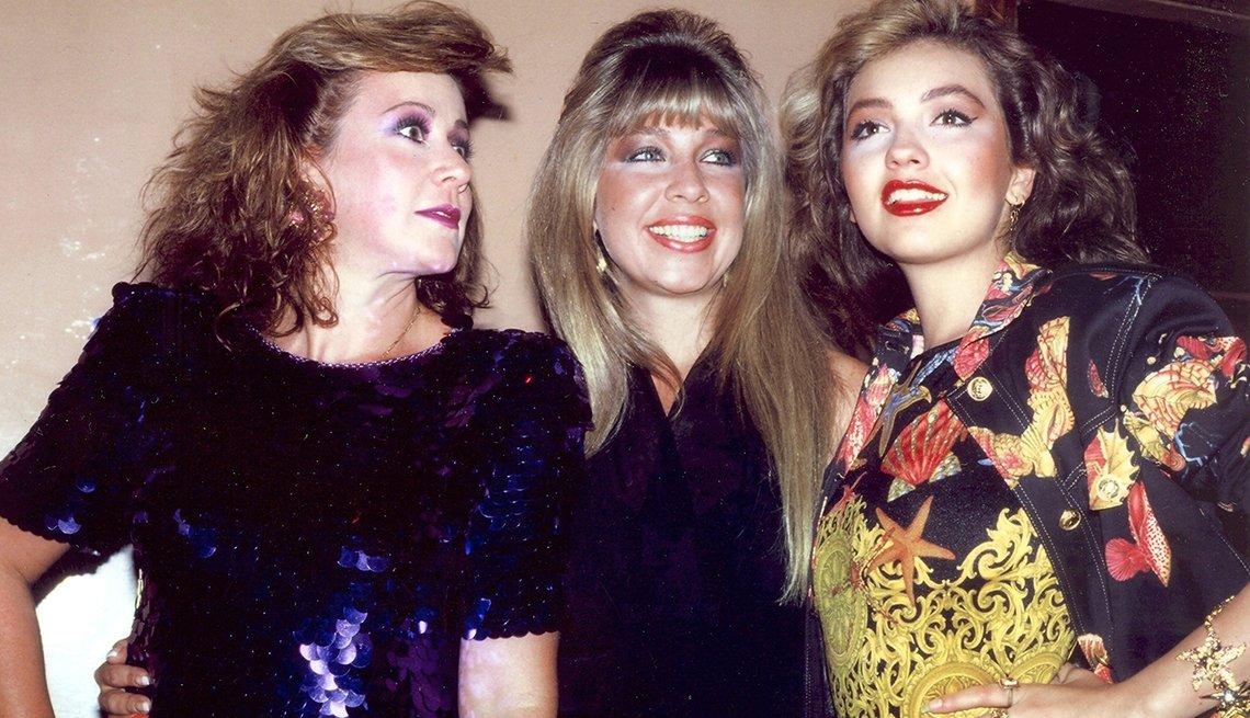 Thalía a través de los años - Con sus hermanas  Laura y Ernestina