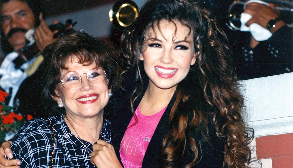 Thalía a través de los años - Con su madre Yolanda Miranda