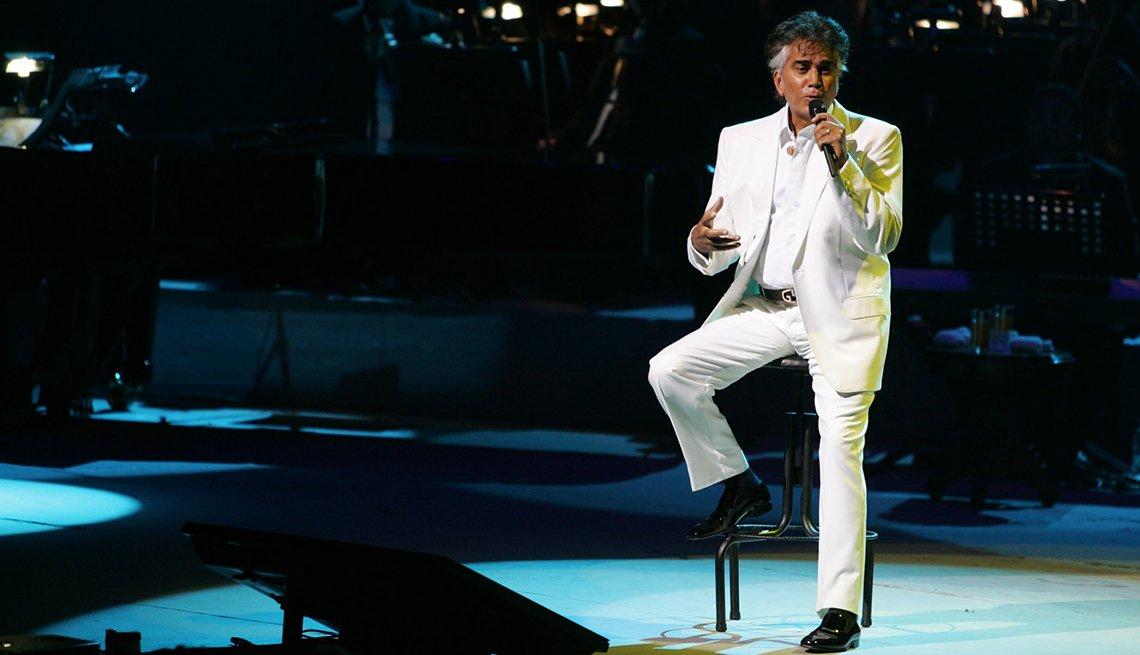 José Luis Rodríguez, El Puma. Un recorrido a la carrera del cantante venezolano. Durante un concierto de 40 años de vida artística. Caracas, 2008.