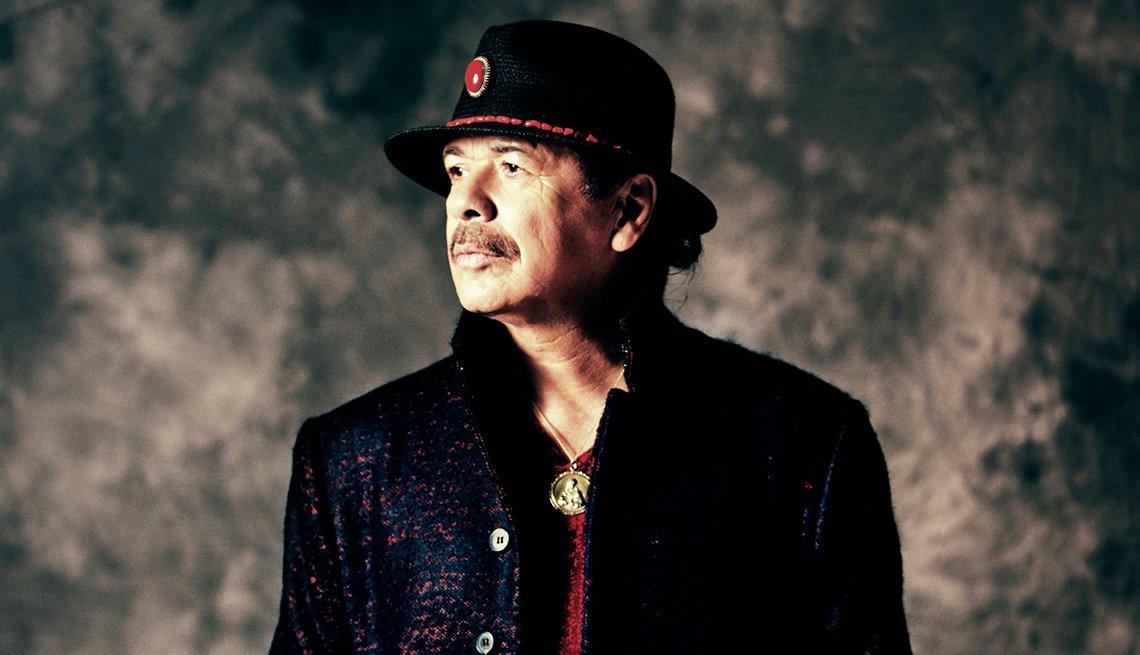 Retrato de Carlos Santana durante la promoción de su primer disco en español disco Corazón