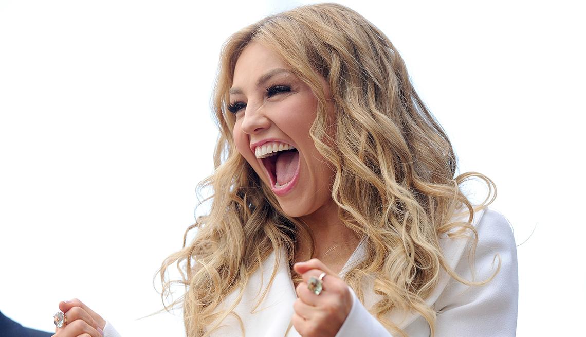 Retrato sonriendo de la artista mexicana Thalía en la promoción de su disco para niños.