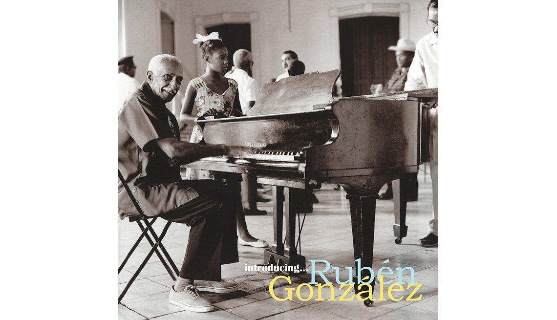 Portada del disco Introducing Rubén González