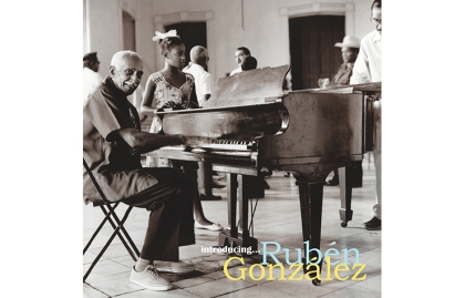 Portada del disco Introducing Rubén González de Buena Vista Social Club