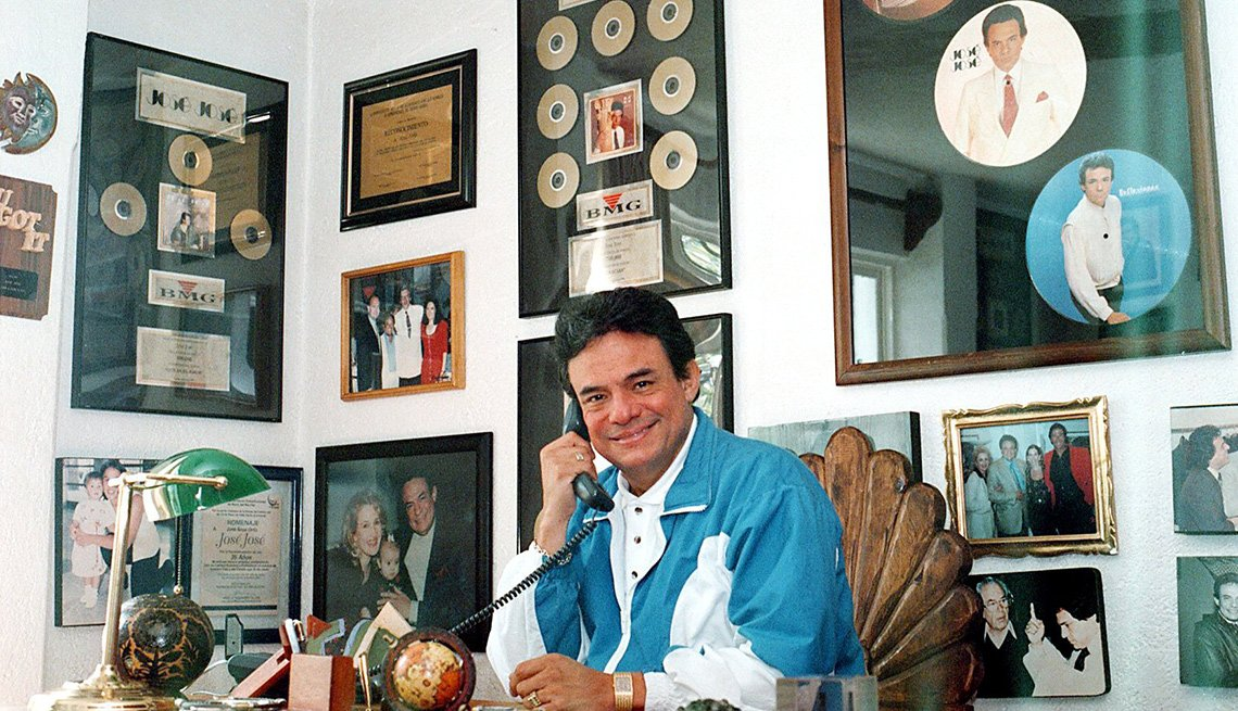 José José, su carrera en fotos desde su oficina