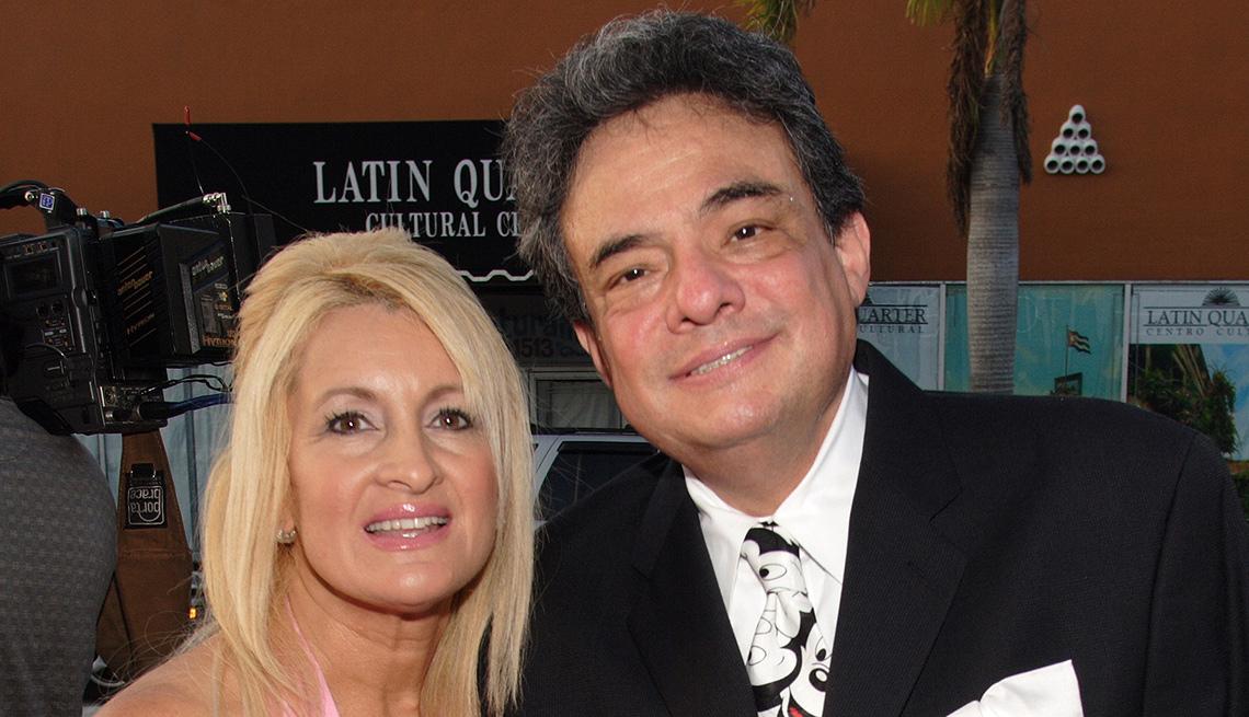 item 10 of Gallery image - José José, su carrera en fotos, al lado de Sarita Salazar