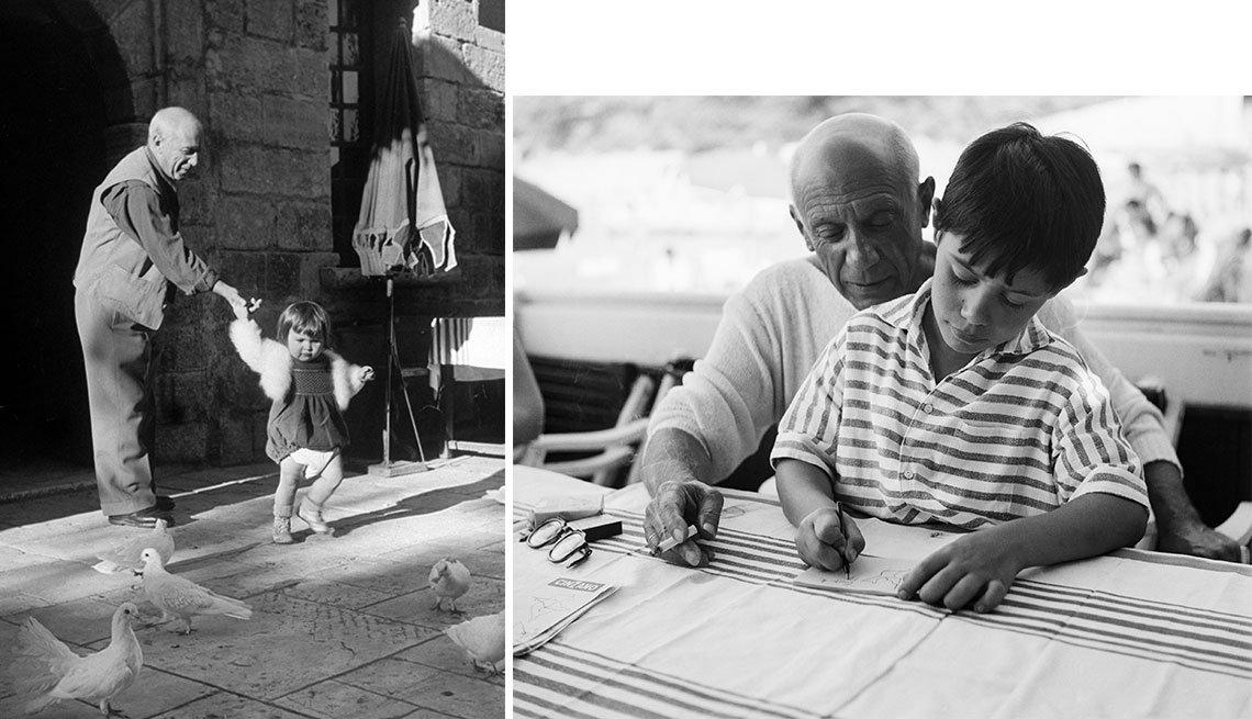 item 13, Gallery image. Picasso con sus hijos Paloma (izq.) en 1951 y Claude en La Garoupe, Francia, 1955.