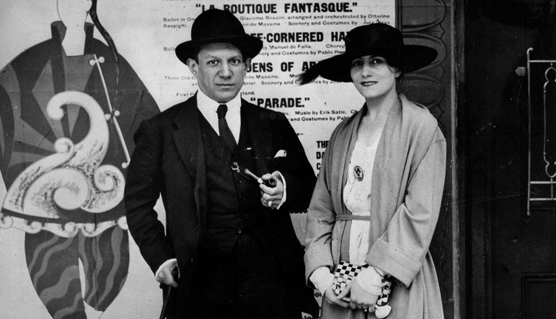 item 9, Gallery image. Picasso con su esposa Olga Koklova en 1919.