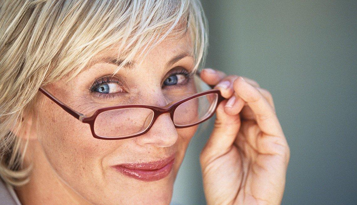 Makeup Tips for Eyeglass Wearers