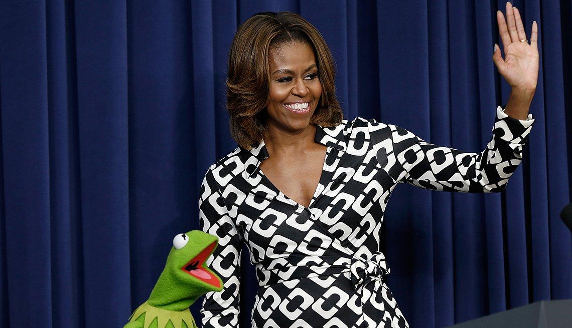 """item 2, Gallery image. La exprimera dama Michelle Obama en una proyección de la película """"Muppets Most Wanted"""" de Disney en el 2014"""