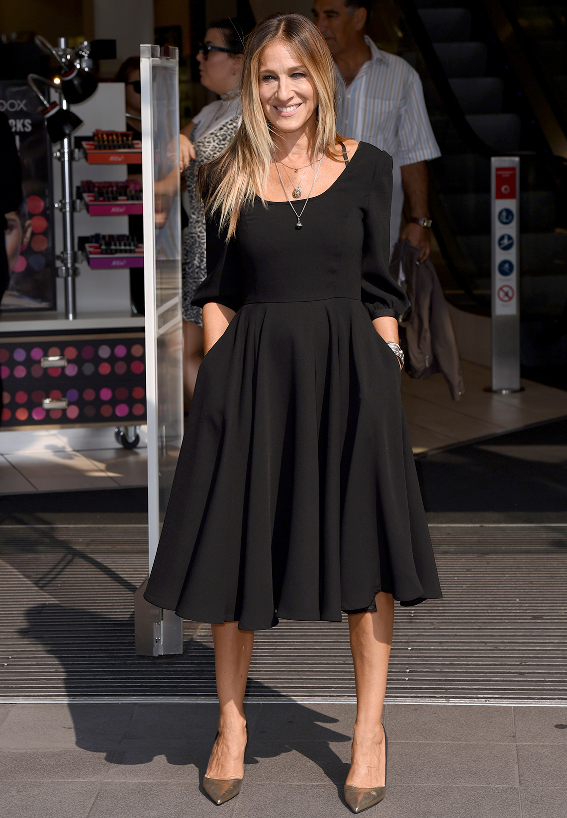 item 3 of Gallery image - Sarah Jessica Parker in a black dress