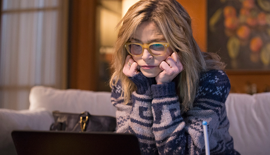 Kyra Sedgwick wears nude glasses on ABC's '10 Days in the Valley'
