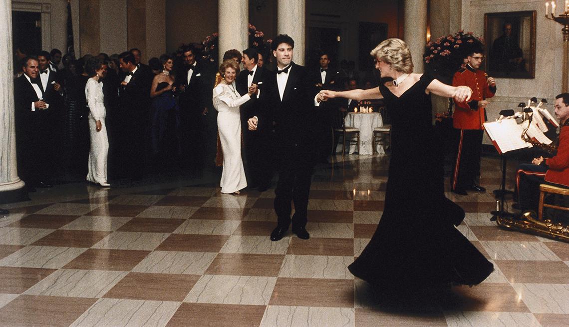 Diana bailando con John Travolta, recordando a la Princesa de Gales