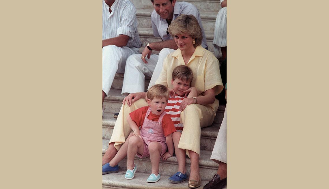 Diana con sus hijos Guillermo y Harry, recordando a la Princesa de Gales