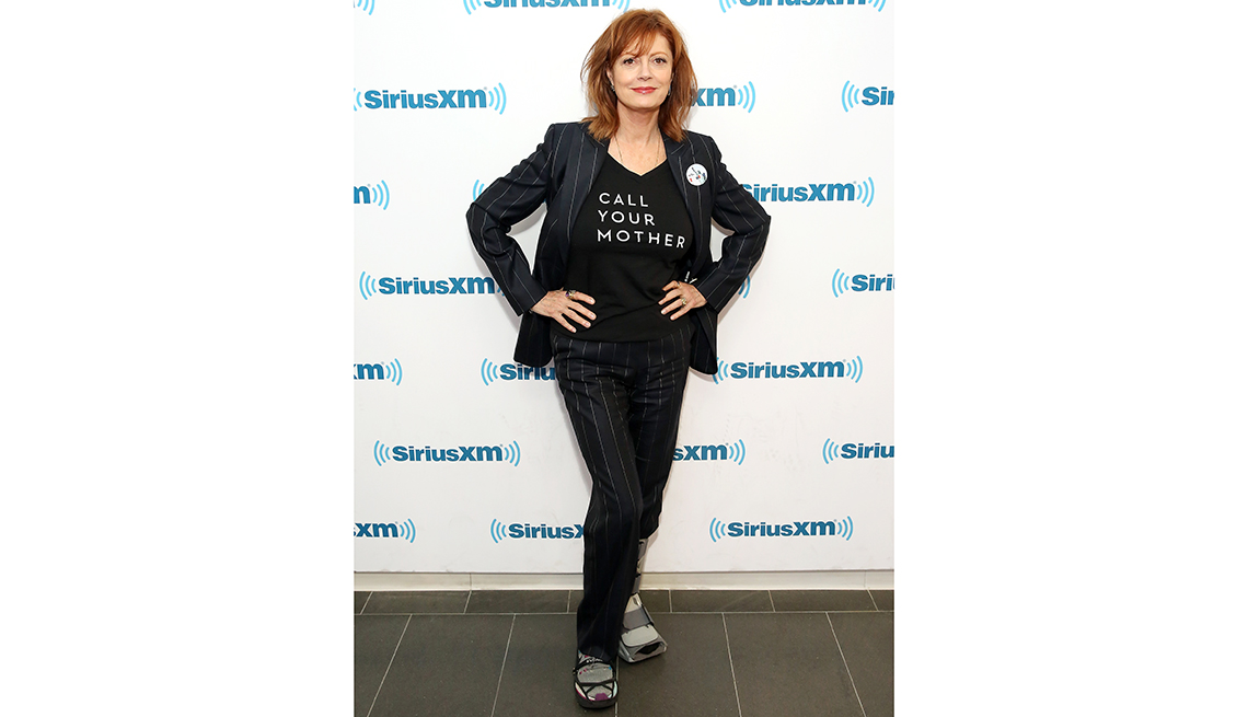 item 8 of Gallery image - susan sarandon poses on red carpet with hands on hips